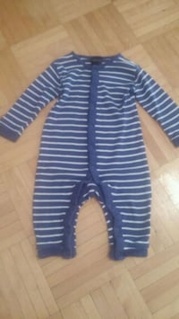 baby's blue and white stripe footie pajama Montréal, H3T 1Y4