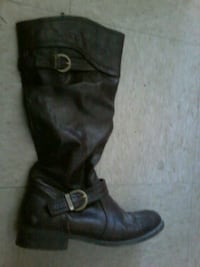 pair of black leather boots Winnipeg, R3E 2Z4