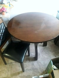 Round table with 4 chairs Oceanside, 92058