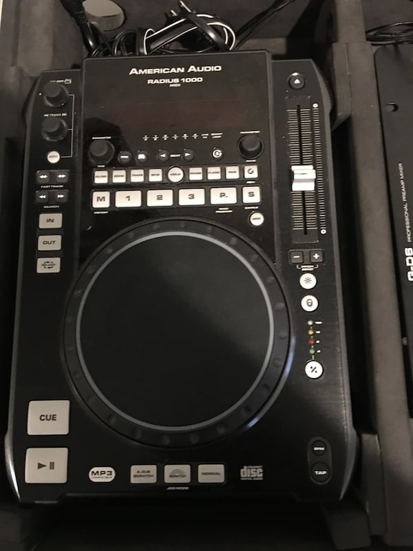 Dj mixer and American audio CDJ 4