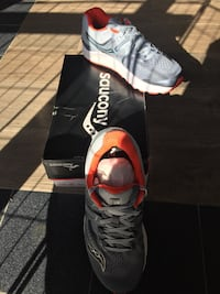 Saucony brand new running shoes Los Angeles, 91306