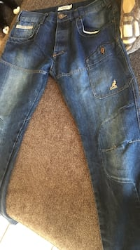 Kangol jeans size36 fits a 32-34 smaller fit. Saskatoon, S7N 3Z2