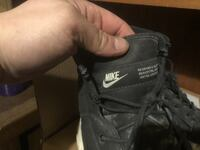 unpaired black Nike shoe Clarence, 14031