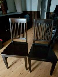 6 beautiful sold wood chairs Toronto, M6E 1Y5