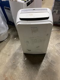 Used Frigidaire 14,000 btu Portable Air Conditioner MISSING WINDOW KIT