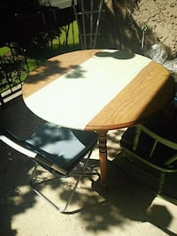 Round wooden table Los Angeles, 90057