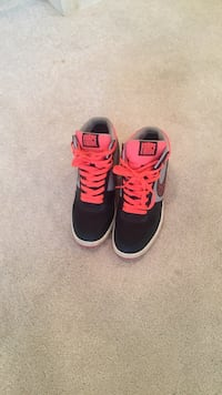 Pair of black-and-gray nike Air Force (Removable wedge sneaker) 42 mi