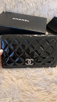Authentic Chanel patent leather bifold long wallet