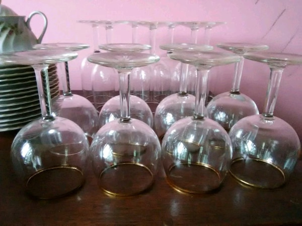 8 Gold Trimmed Wine Glasses