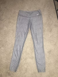 Ladies size medium Nike Just Do It athletic leggings! Only worn once, like new condition! Wichita, 67207