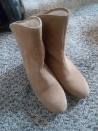 pair of waterproof brown suede boots size 8.5 Clearfield, 84015