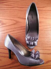 pair of gray leather heeled shoes Toronto, M6L 1A4