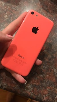 iPhone 5c Coral Pink 8gigs (broken screen)  Laval, H7T 2E1