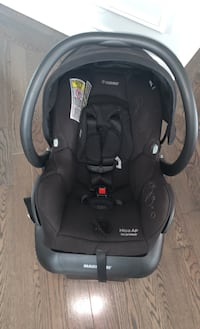 Baby maxi cosi car seat with adapter Brantford