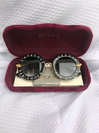 Gucci shades Washington, 20011
