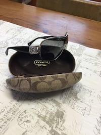 Authentic Coach sunglasses w case  607 km