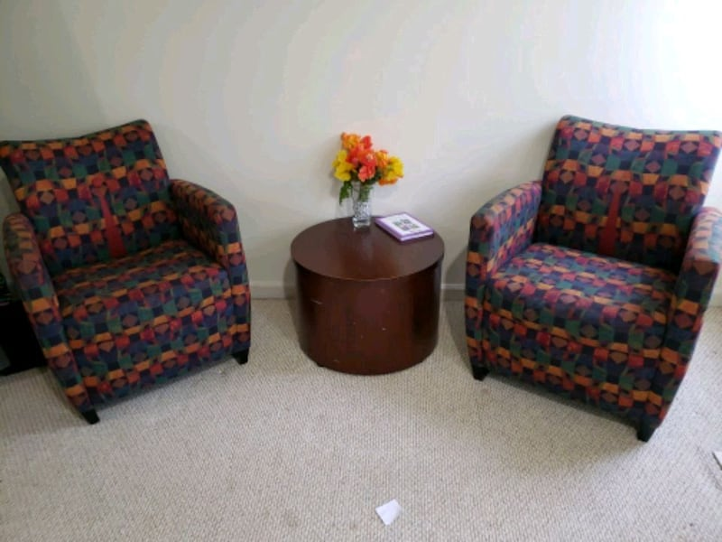 3 sofa chairs and 1 coffee table 8035adf1-301b-4345-8598-230d3af232a0