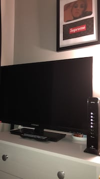 32 inch flatscreen perfect condition Derry, 03038