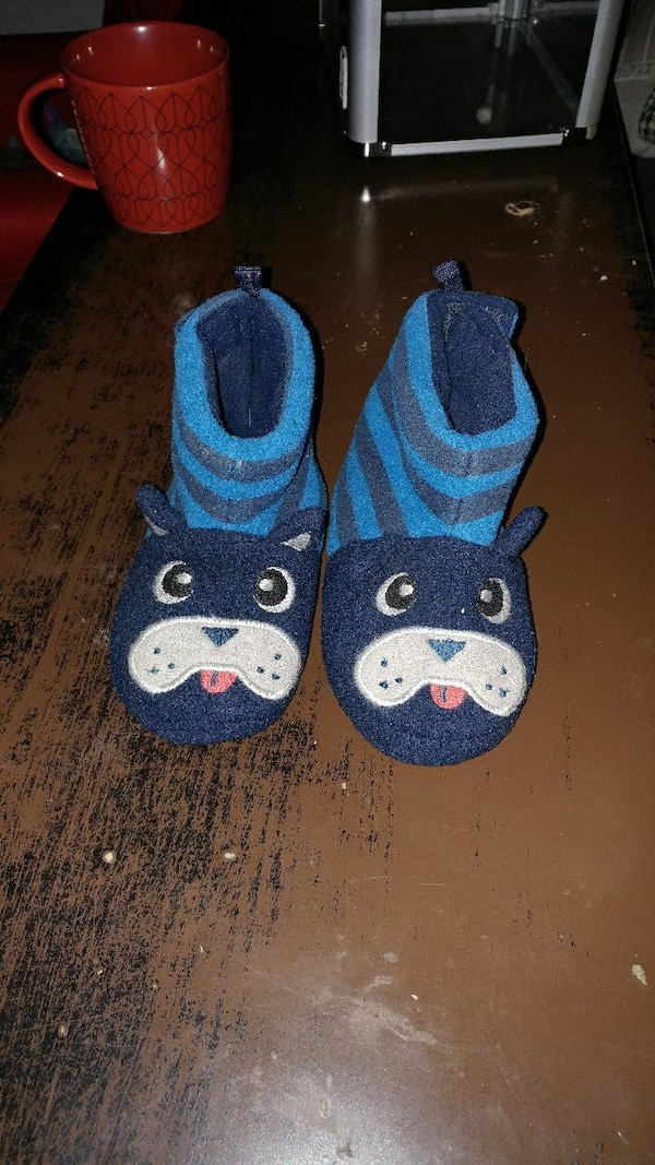 Slippers size 6-7