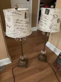 2 nightstand lamps  42 km