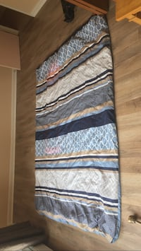 Twin Size Comforter. Super warm. Only used a couple times! Dartmouth, B2X 1H1