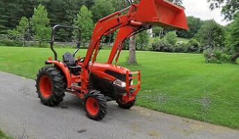 Selling a 39 HP Kubota Loader Tractor.