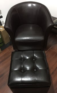 Black Pleather tufted padded chair and Ottoman Montréal, H1Z 2T1