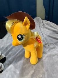 Applejack build a bear Hampton, 23669