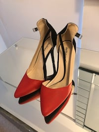 pair of red pointed-toe pumps Longueuil, J4L 4C8