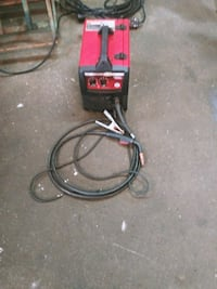 Used, in great condition Lincoln 180 Weld Pak Mig Welder. New regulato