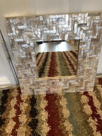 Mirror, great looking mirror! Very Chic! Brantford, N3T 6J1