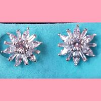Gorgeous white gold saphire earrings.  Whitby, L1N 8X2