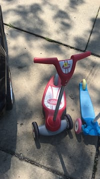 gray and red radio flyer kick scooter Richton Park, 60471