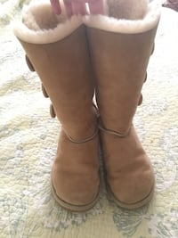 UGG Bailey Button - size 5  Olney, 20832
