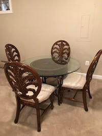 round brown wooden table with four chairs dining set Woodbridge, 22191