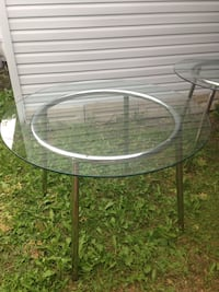 Ikea round glass table Laval, H7P 5J6