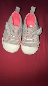 pair of white-and-pink shoes Nueva York, 11435