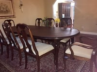 8 Seat Traditional Solid Mahogany Wood Dinning Room Table College Park