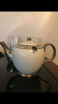 Teapot white and gold brand new from home goods Springfield, 22150