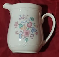 International WELCOME HOME 64 Ounce Pitcher