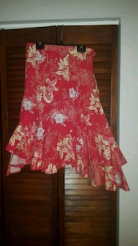 Mostly red floral flirty skirt Hallandale Beach, 33009