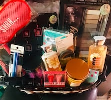 Da Bom Beauty Basket will wrap before order is picked up