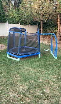 Trampoline with swing