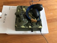 PS4 Camo with Wireless Gold Headset