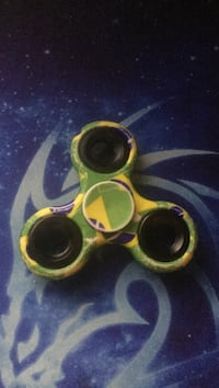 green and yellow 3-blade fidget spinner Sparks, 89434