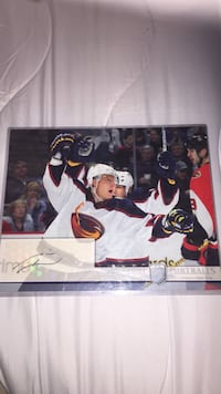 Signature Portraits signed by Marian Hossa. (8x10 card)
