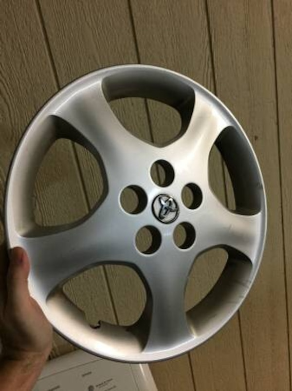 2006 Toyota Corolla Silver Hubcaps set of 2
