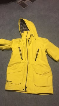 Men's small burton jacket.  Used for one snowboarding season.