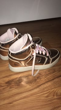 Pair of brown-and-white leather boat shoes Vaughan, L6A 0R4