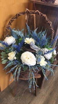 Blue bird decor basket.   Does not include stand